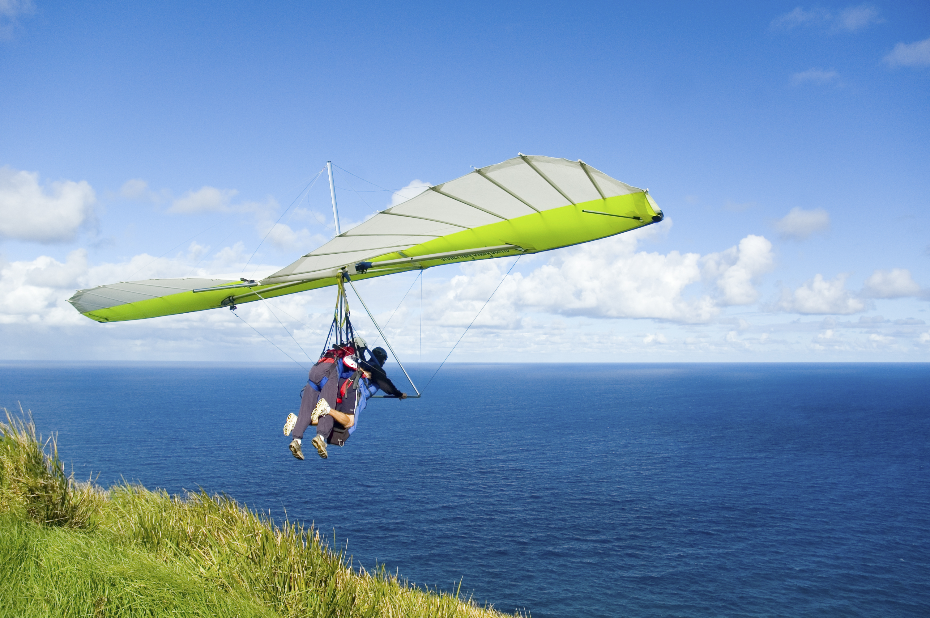 It was gut wrenching to read about Lenami Godinez' first and last hang gliding experience, which had been an anniversary gift from her boyfriend.